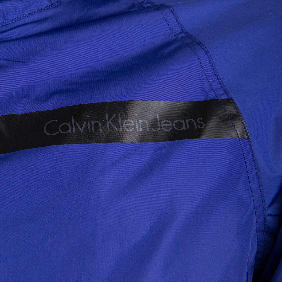 d419dc022ede ... Veste coupe vent à capuche bleue homme CALVIN KLEIN marque pas cher prix  dégriffés destockage ...